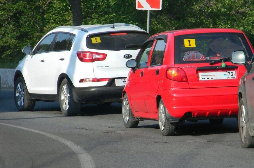 Автомобили со знаком«Начинающий водитель»