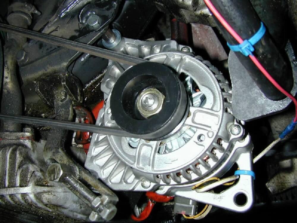 Крепление автомобильного генератора