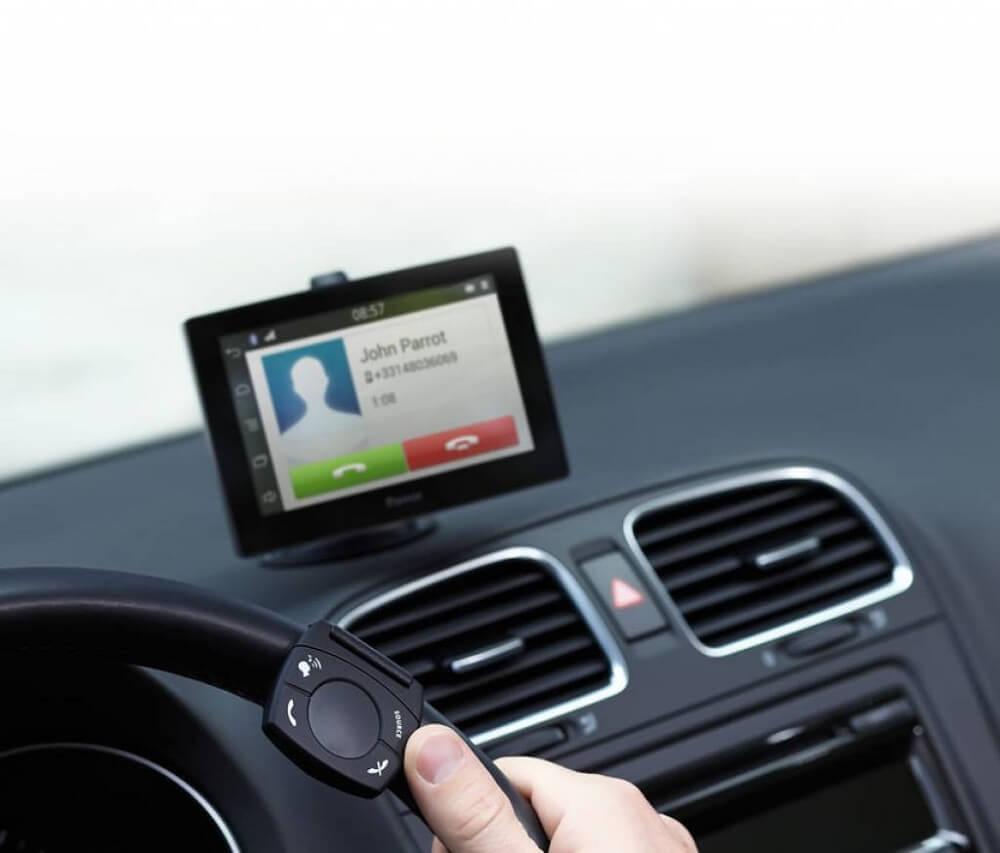 Система громкой связи в автомобиле