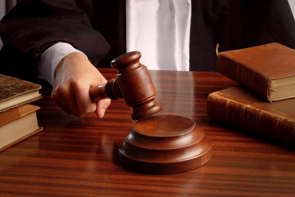 Судебный процесс молот
