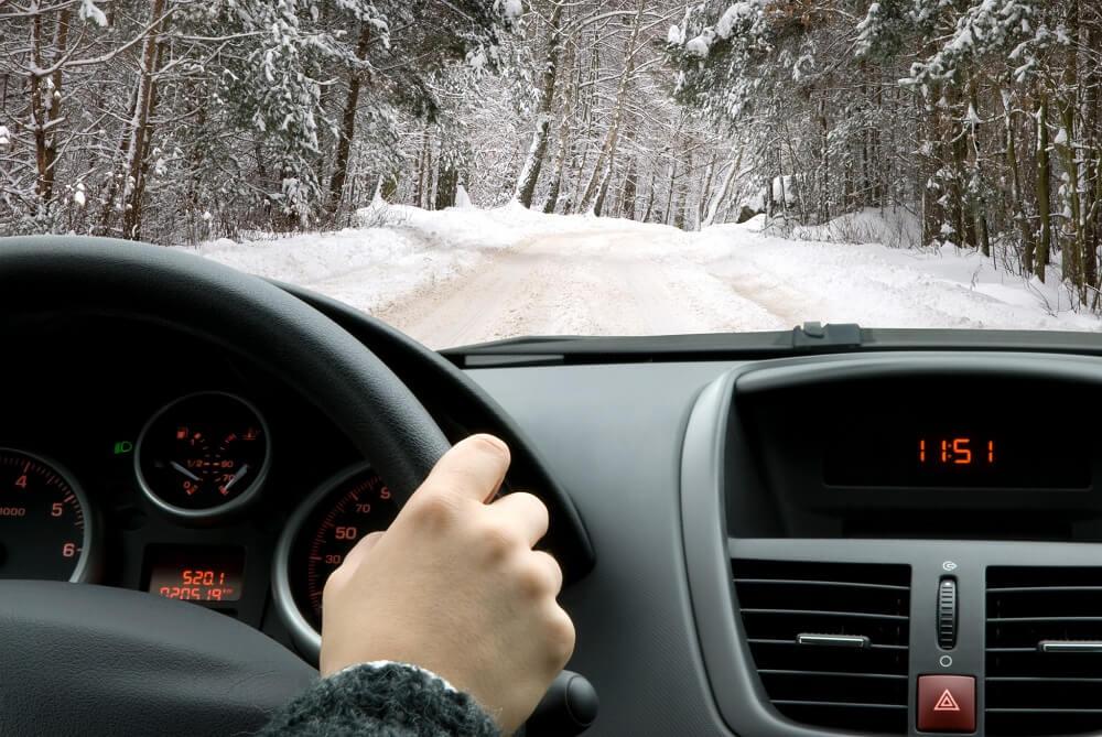 Управление автомобилем на плохой дороге