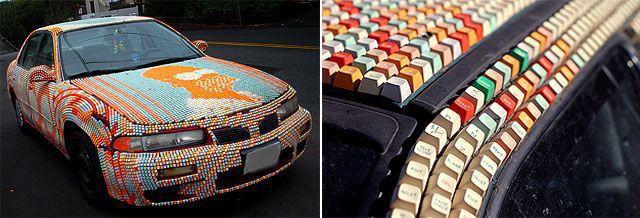 Автомобиль, облепленный клавиатурными кнопками