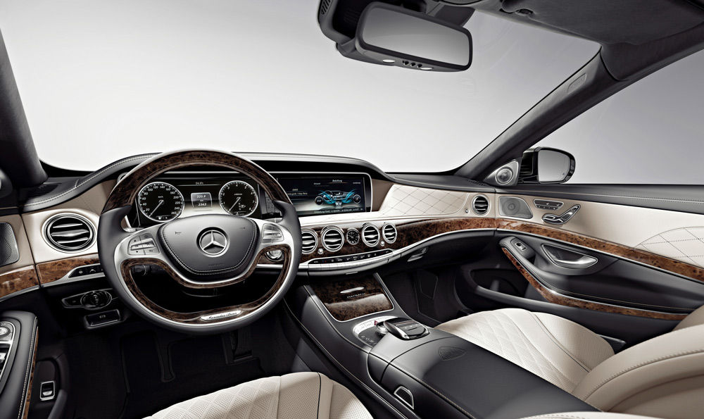 В салоне автомобиля Mercedes-MaybachS600
