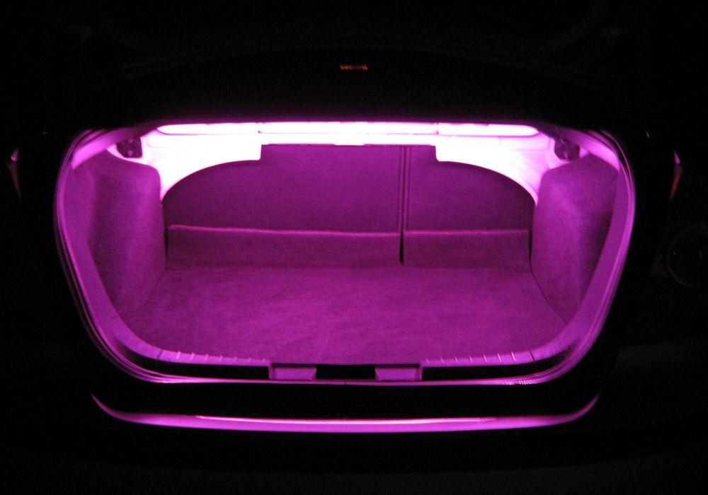 Двухцветная подсветка багажника
