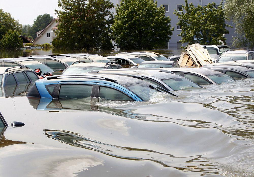 Машины во время наводнения