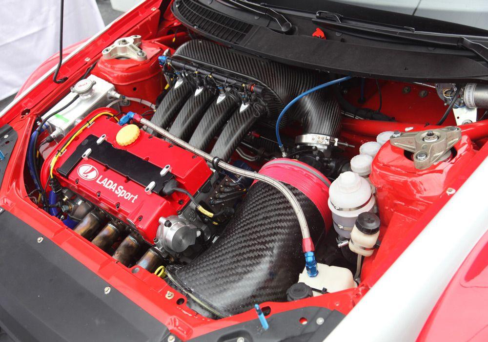 Двигатель в автомобиле