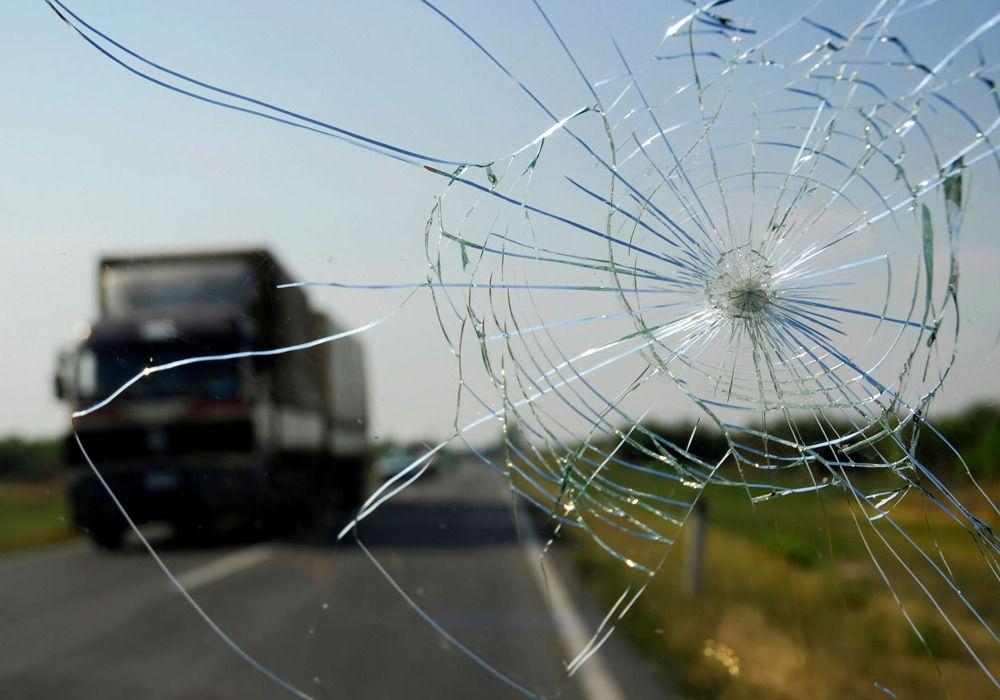Дешвый способ остановить трещину на стекле