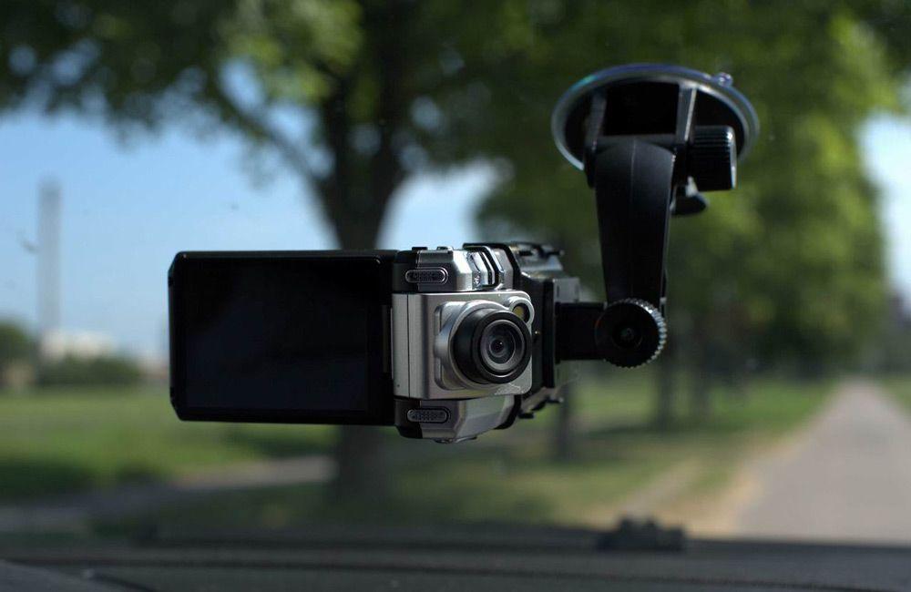 Как выбрать видеорегистратор с двумя камерами