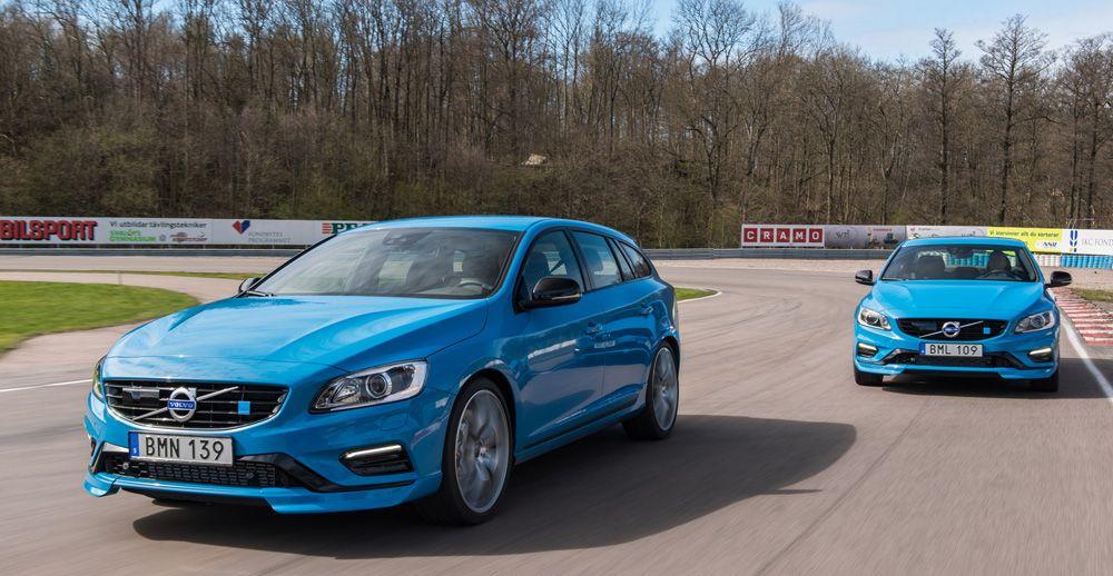 Два синих автомобиля Volvo