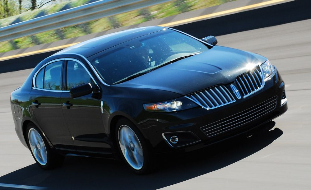 Черный авто Lincoln