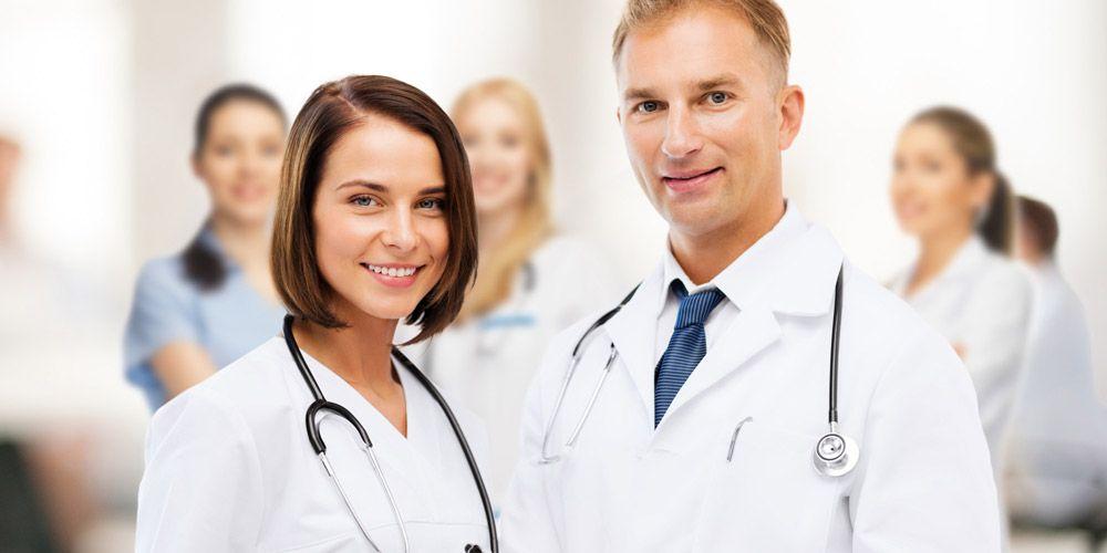Два медицинских работника