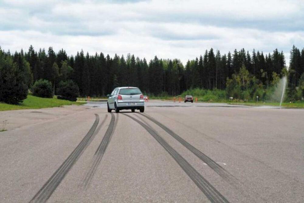 Полное торможение автомобиля