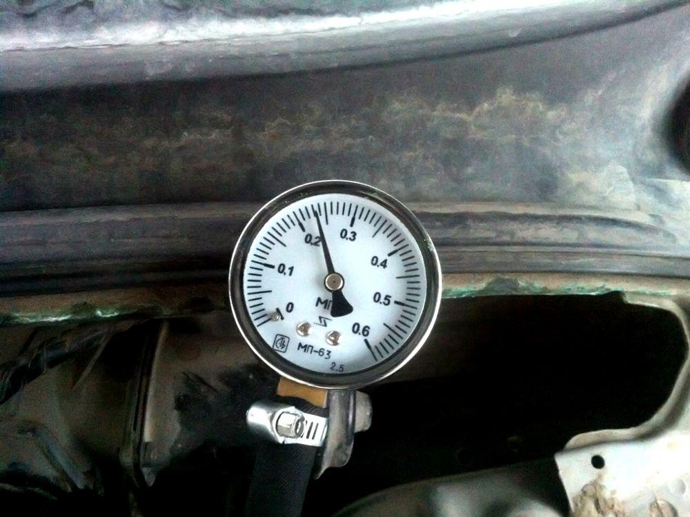 Проверка давления в топливной системе