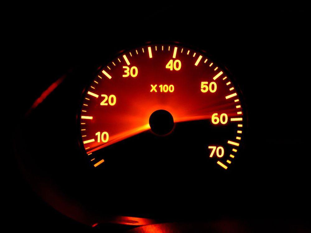 Тахометр в автомобиле