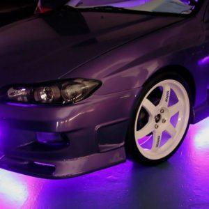 Автомобиль с неоновой подсветкой