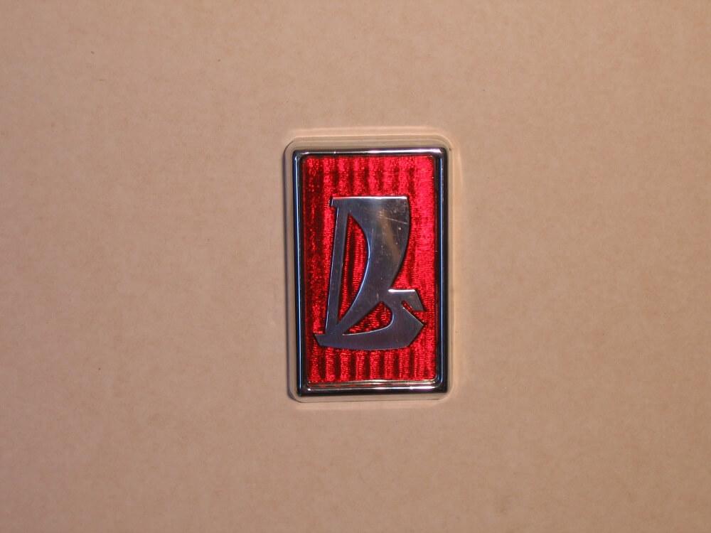 Эмблема автомобиля ВАЗ