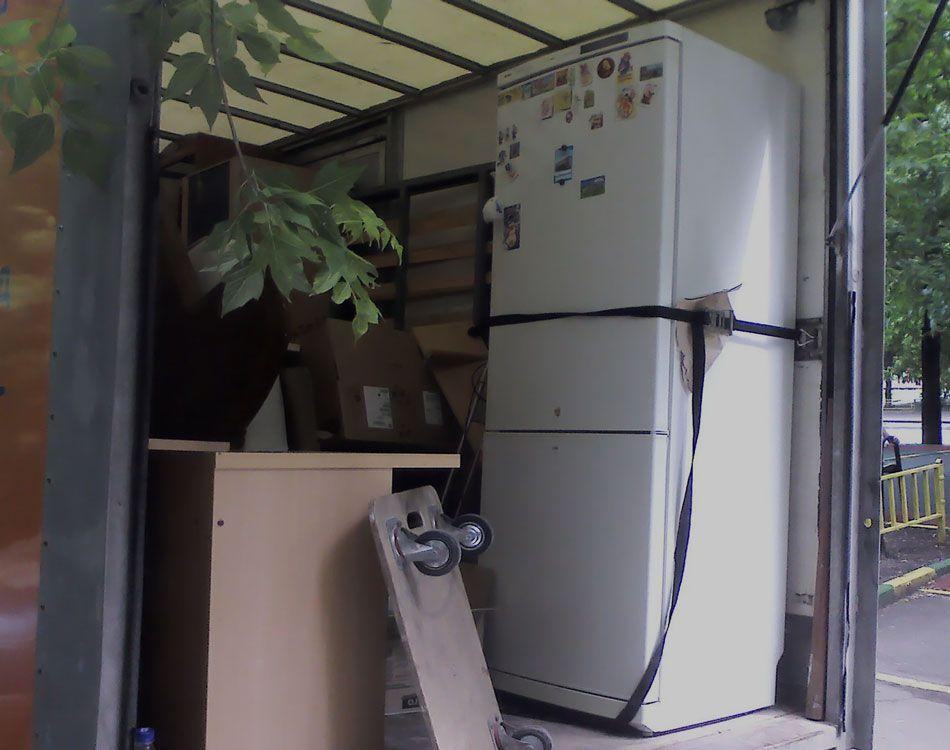 Холодильник в машине