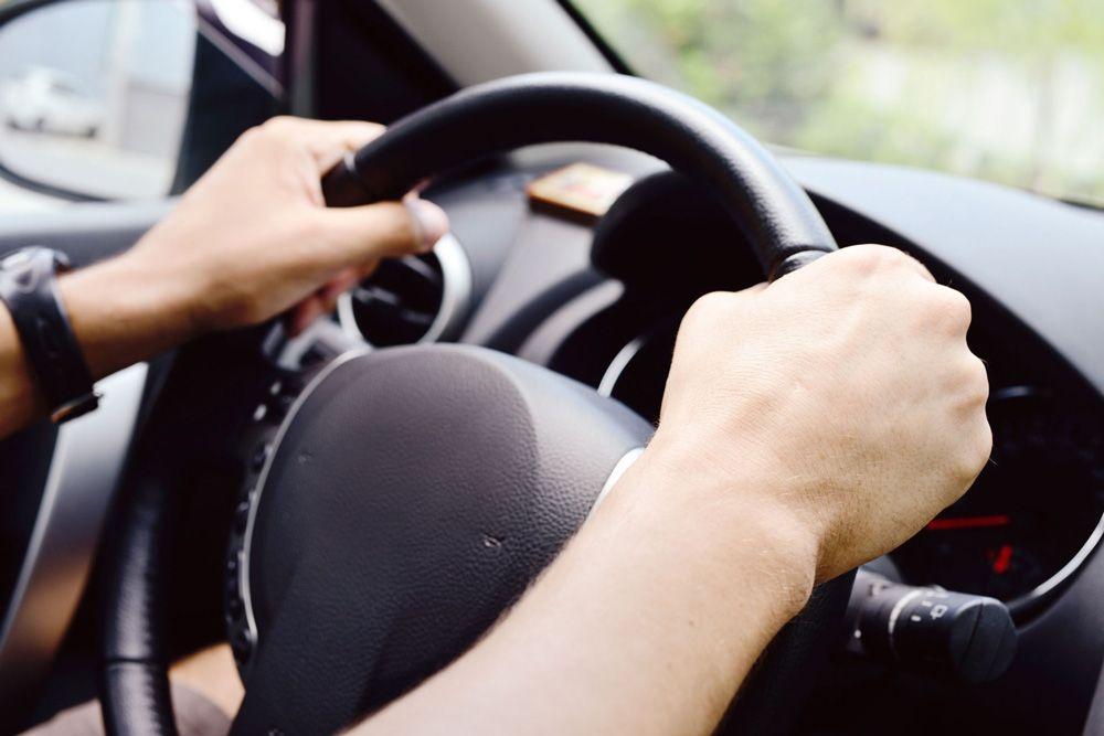 Крепко держать руль
