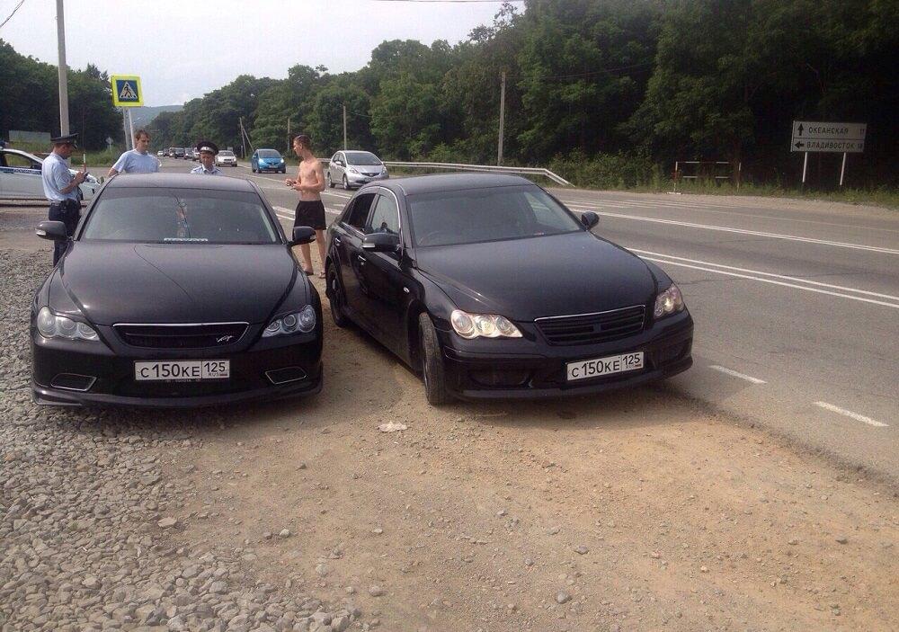 Машины двойники на посту