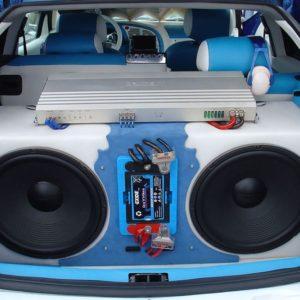 Музыкальная установка в машине