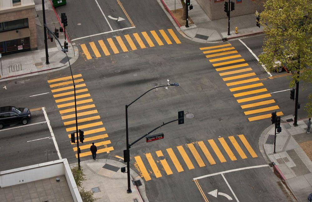 Перекрёсток со светофорами