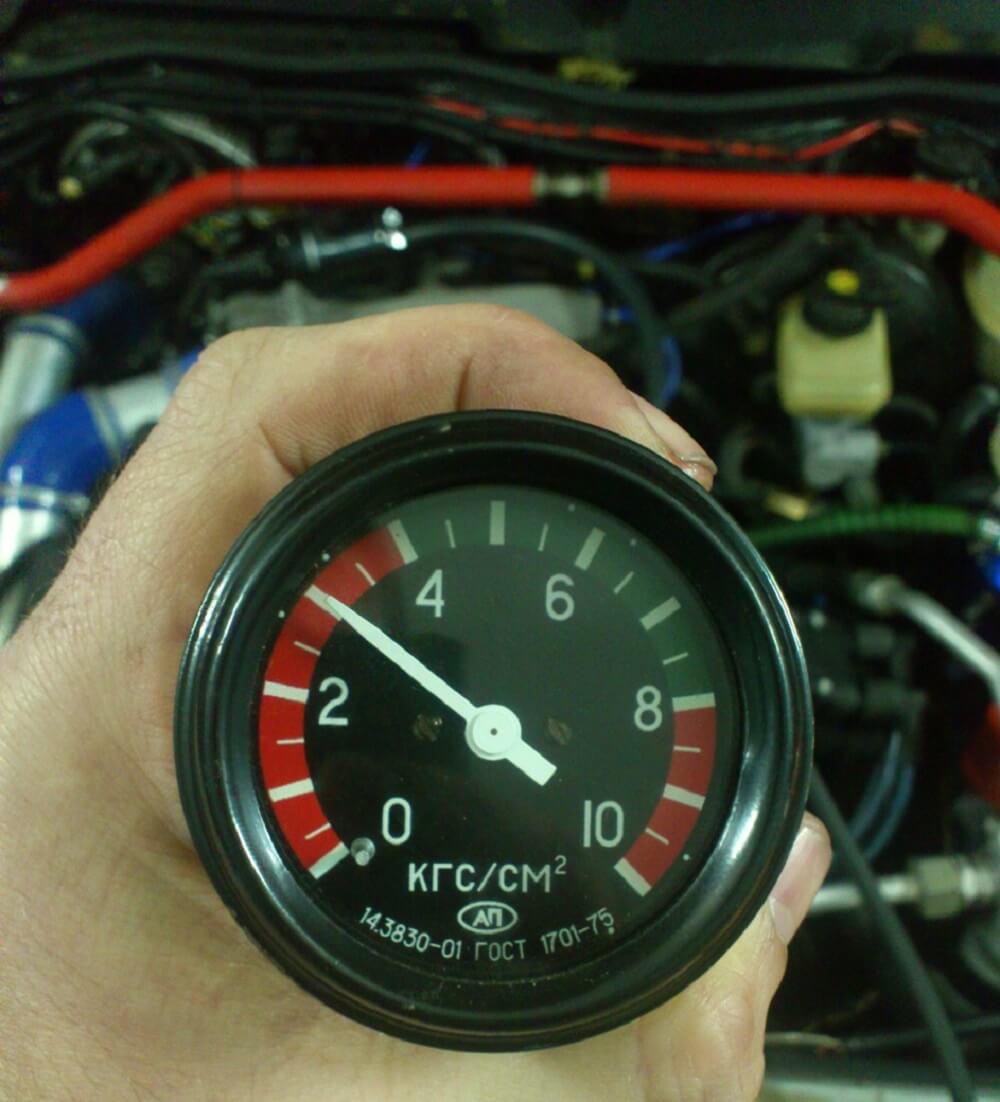 Проверка давления монометром
