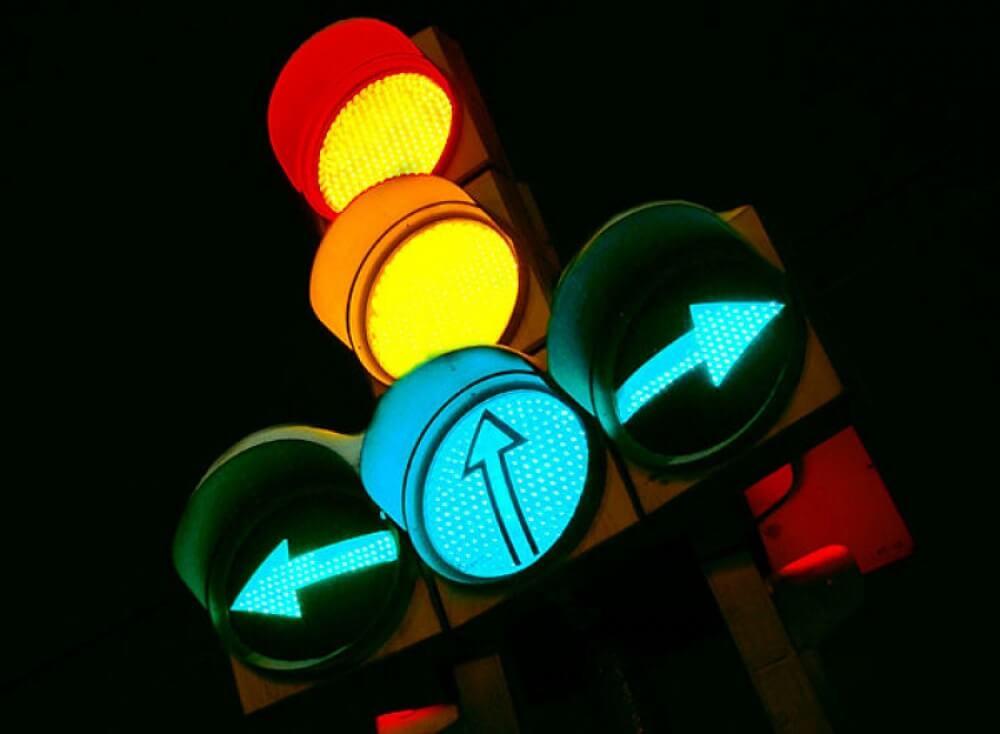 Светофор с дополнительными секциями