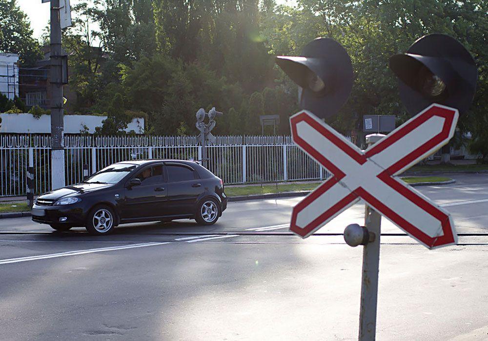 Дорожный знак на переезде