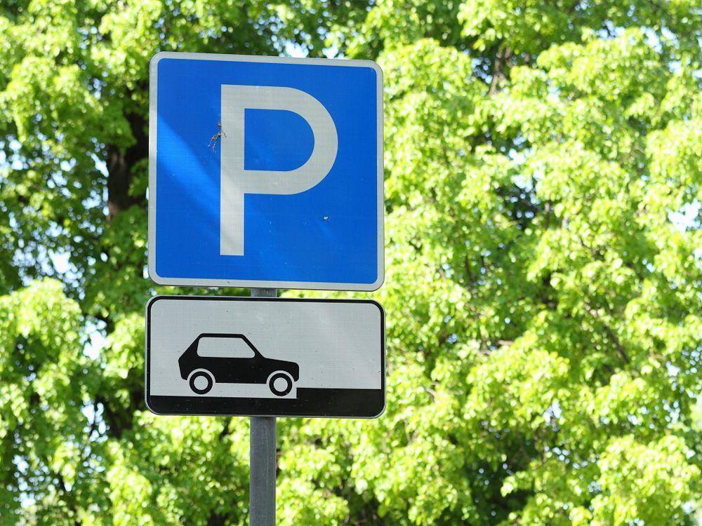 Знак парковка автомобилей