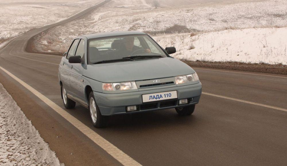 ВАЗ-2110 на дороге