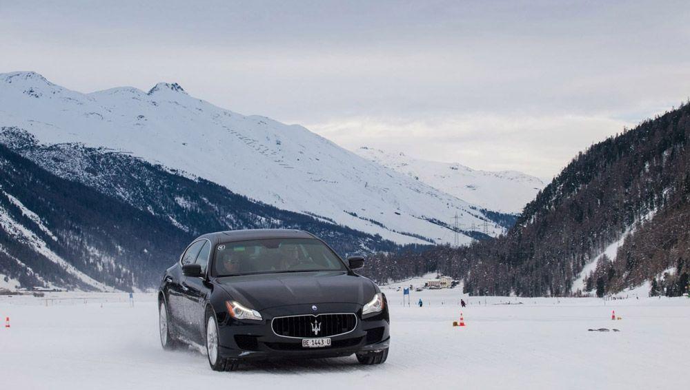 Maserati на заснеженной дороге