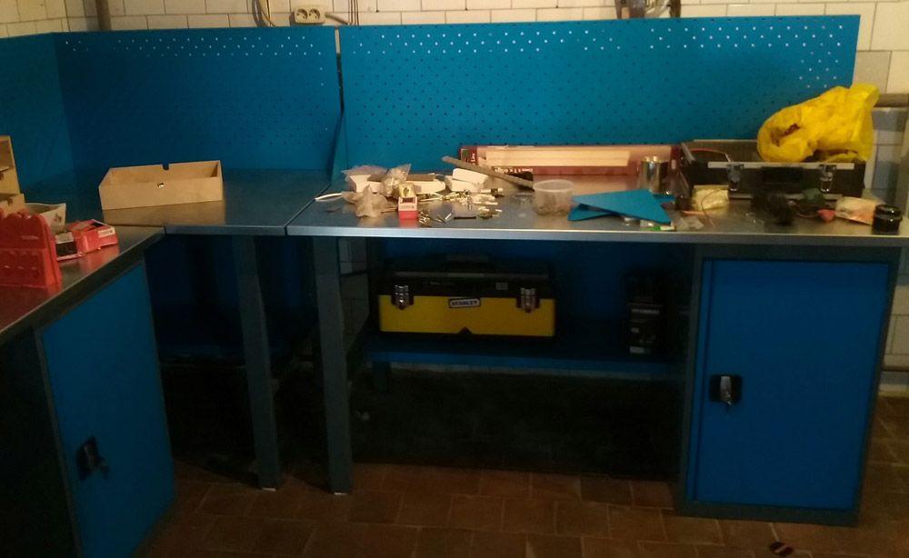 Металлический верстак в гараж