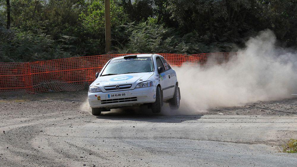 Opel занос в повороте