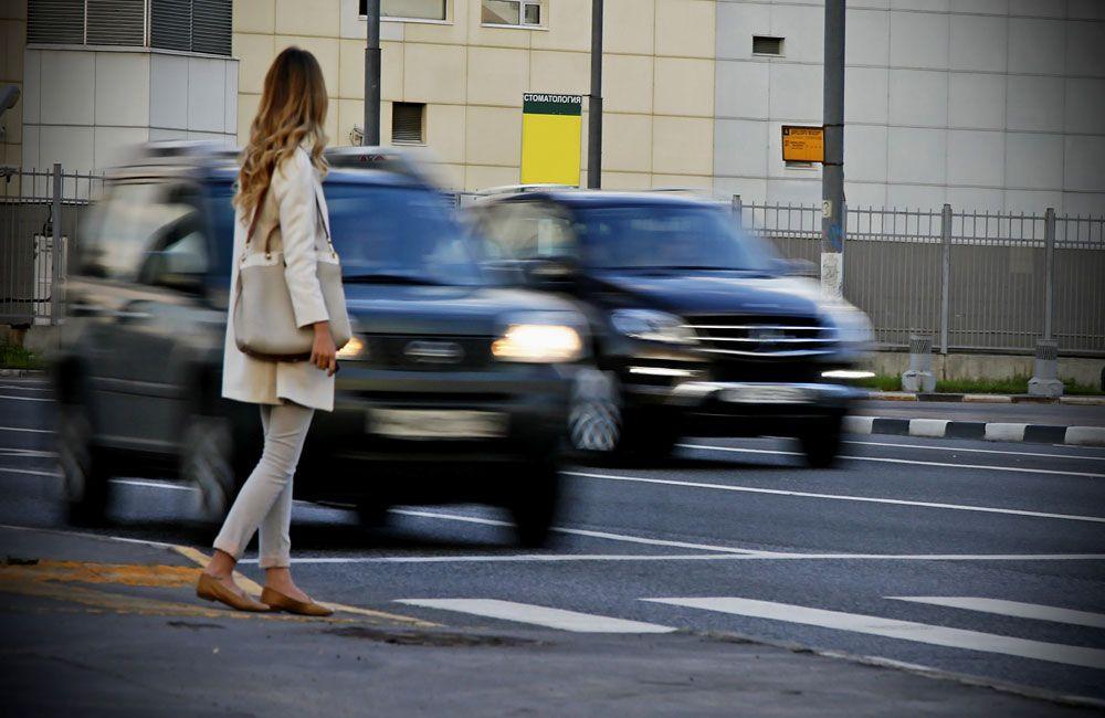 Пешеход на переходе