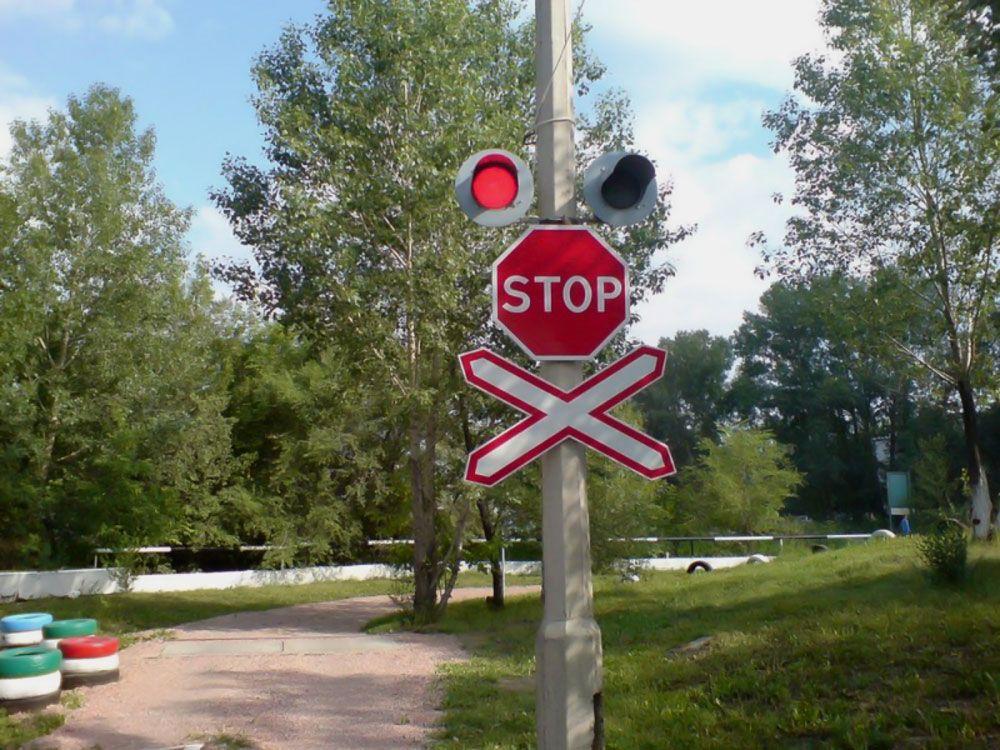 Знак на железнодорожном переезде
