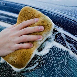 Мытьё автомобиля шампунем