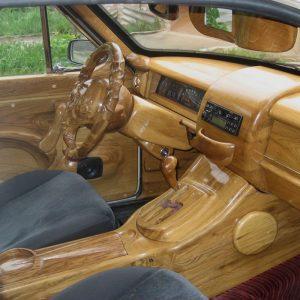 Деревянный салон автомобиля