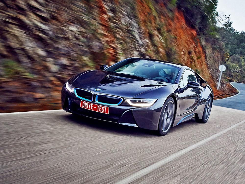 BMW i8 на горной дороге