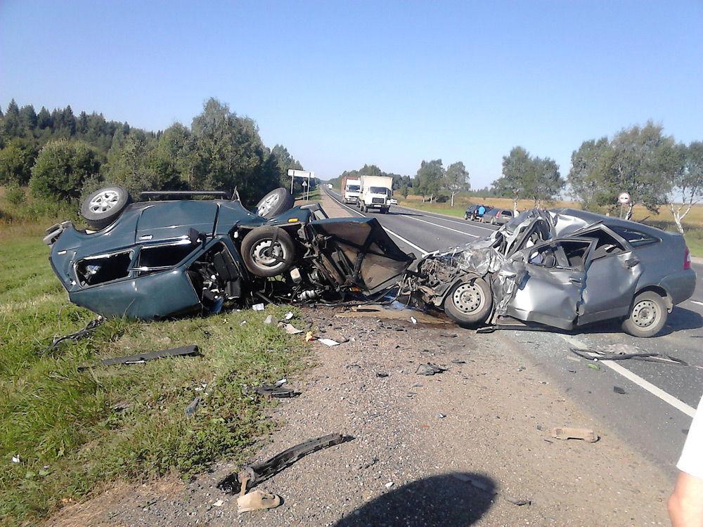 Две разбитые машины