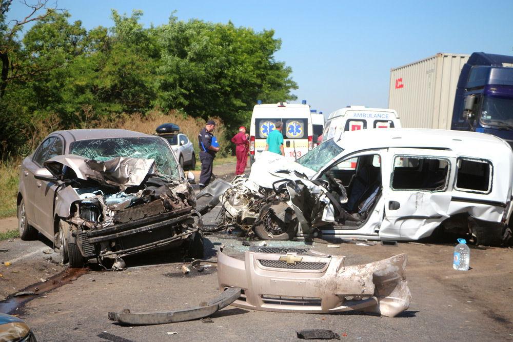 Две машины попали в ДТП