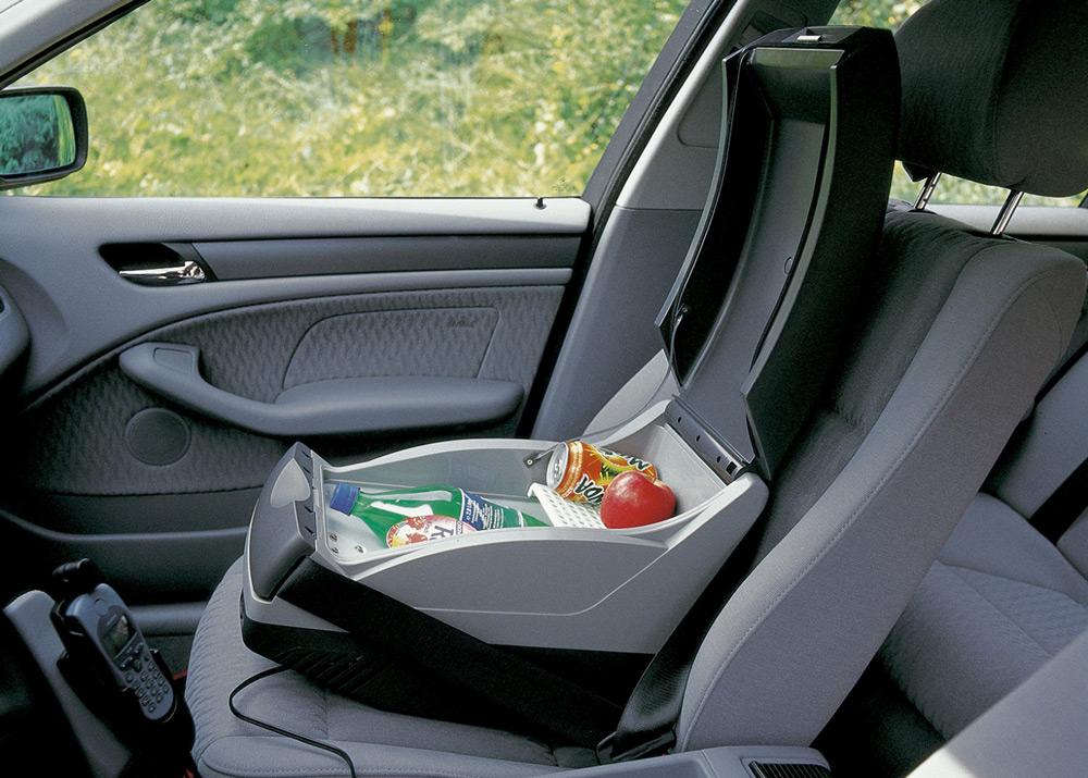 Холодильник на пассажирском сидении авто