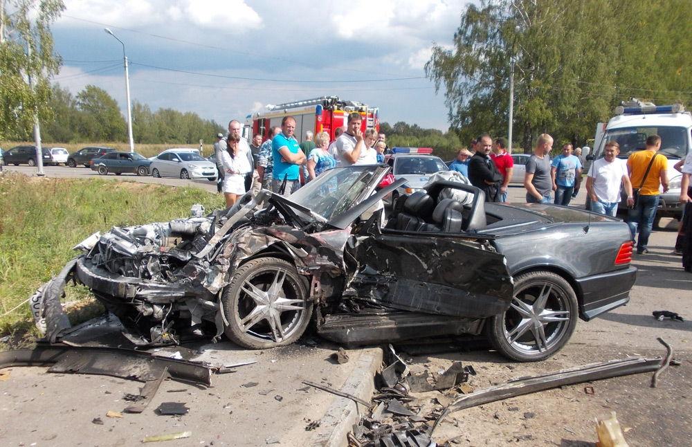 Поврежденный Mercedes-Benz