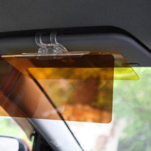 Антибликовый козырёк в автомобиле