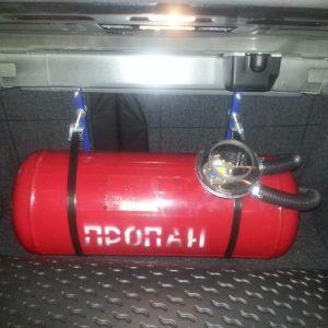 Баллон с пропаном в багажнике