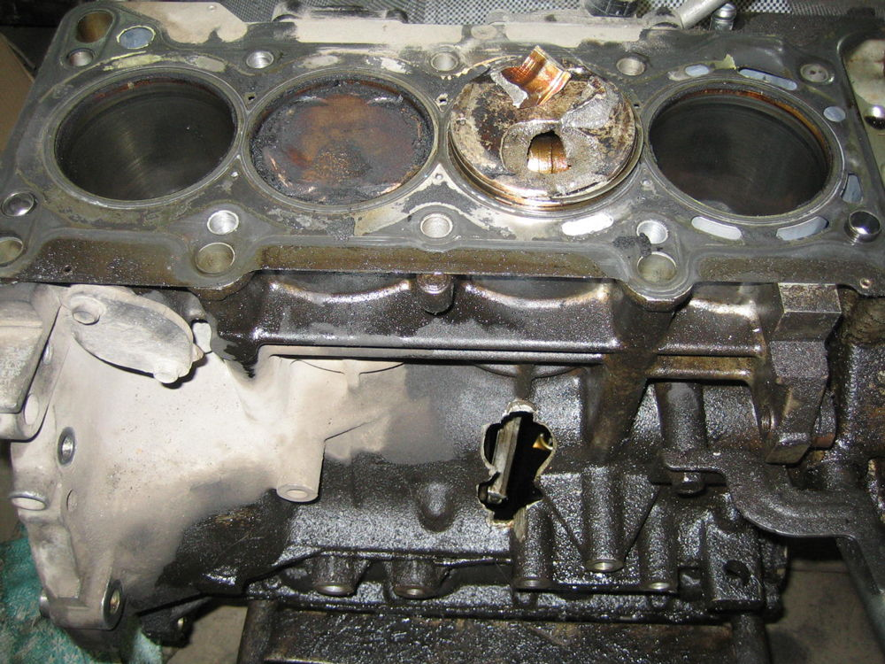 Последствия гидроудара на двигателе Mazda