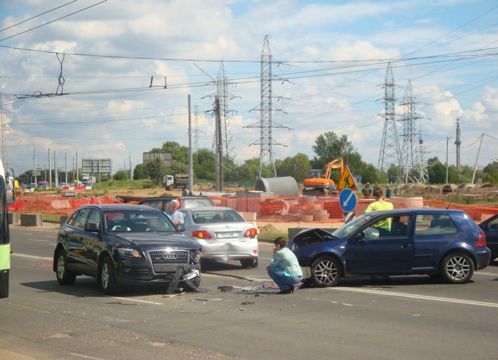 Происшествие на дороге с участием трех машин