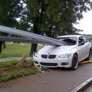 Разбитая белая BMW 3 серии