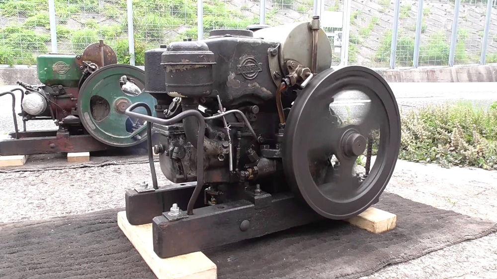 Старинный дизельный двигатель YANMAR NK2 2HP