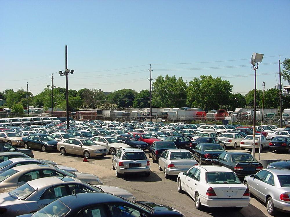 Поддержанные автомобили на площадке