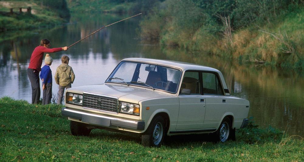 ВАЗ-2107 у реки